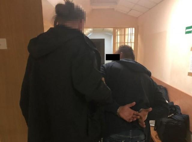 Warszawscy policjanci udaremnili przemyt znacznej ilości narkotyków. Funkcjonariusze przechwycili 4 kilogramy marihuany przywiezione z Holandii.