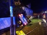 Wypadek w Pszowie: Audi a3 wylądowało na ogrodzeniu [ZDJĘCIA]