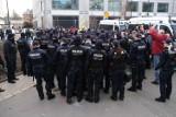 Rocznica katastrofy smoleńskiej. Plac Piłsudskiego szczelnie otoczony przez policję