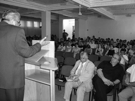 Ks. Jan Usiądek wygłosił wykład o chrześcijańskiej idei integracji. Foto: GRAŻYNA FOLARON