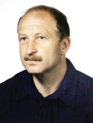 Stanisław Wawak, urodzony 15 października 1959 roku w Bielsku-Białej. Jest zameldowany przy ulicy Polnej w Lipniku. Rysopis: wzrost około 170 centymetrów, waga ok. 70 kilogramów, sylwetka szczupła, włosy krótkie, faliste, jasny blond, oczy niebieskie, twarz pociągła z wąsem, łysina czołowa. grafika: jarosław maciejewski