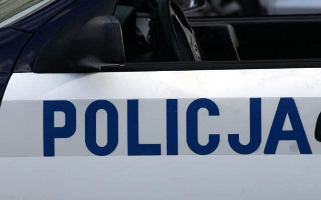 Jeden z funkcjonariuszy biłgorajskiej policji, w poniedziałek, już po służbie uratował kobietę z płonącego domu w miejscowości Rakówka.