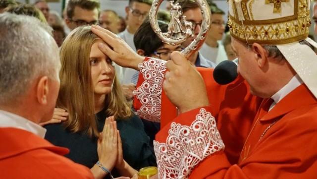 Udzielanie sakramentu bierzmowania przerwano w marcu przez epidemię koronawirusa