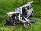 Wypadek w Skrzynce. Czołowe zderzenie samochodu osobowego z dostawczym pod Dąbrową Tarnowską. Są ranni [ZDJĘCIA]
