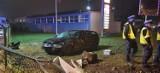 Auto staranowało przechodniów w Kaletach. Wstrząsający wypadek. Kierowca i pasażerowie uciekli