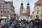 Gniezno. Motocykliści z całej Wielkopolski zakończyli sezon na gnieźnieńskim Rynku [FOTO]