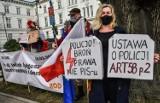 Planowany jest pozew przeciwko bydgoskiej policji za zachowanie funkcjonariuszy wobec manifestujących 19 marca przed Urzędem Wojewódzkim