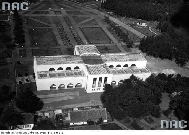 Wystawa ogrodniczo - przemysłowa w Toruniu - fragment ekspozycji z lotu ptaka. Data wydarzenia: 1928-08 Miejsce: Toruń  Tak wyglądał Toruń w latach 1972 - 1975 (KLIKNIJ ZDJĘCIE)