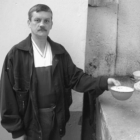 Krzysztof Mackiewicz też uważa, że nie każde miejsce jest dobre na odczynniki przeciwko gryzoniom.  Foto: MAGDALENA CHAŁUPKA