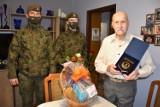 Malbork. 96 urodziny żołnierza Armii Krajowej. Terytorialsi przyszli z prezentami