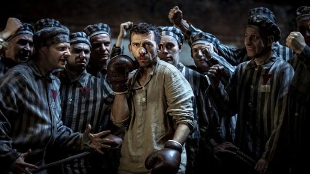 """Film """"Mistrz"""" inspirowany jest historią Tadeusza Pietrzykowskiego, legendarnego pięściarza z niemieckiego nazistowskiego obozu koncentracyjnego i zagłady Auschwitz-Birkenau."""