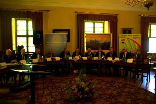Nadzwyczajna konferencja dotycząca budowy S5 odbyła się w ratuszu w Rawiczu.