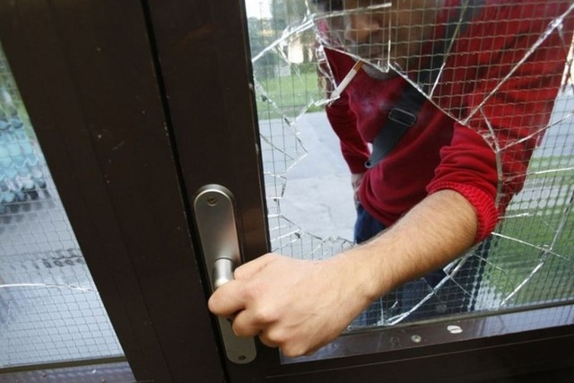 Kradzieże i włamania w Żorach. Policjanci apelują