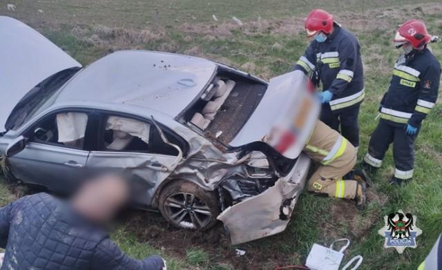 Pijany kierowca rozbił samochód w Wałbrzychu. Jego jazd zakończyła się w rowie