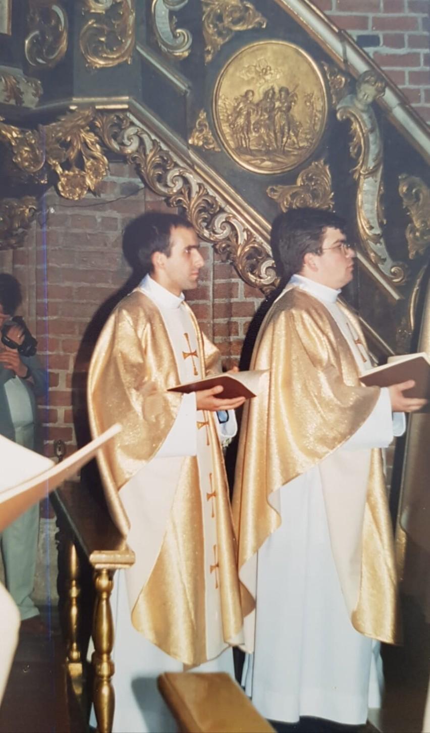 Gm. Szamotuły. Ks. Krzysztof Ratajczak - proboszcz parafii w Otorowie obchodzi jubileusz 20 - lecia święceń kapłańskich
