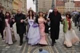 Maturzyści zatańczą poloneza na Targu Węglowym