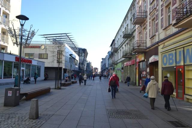 W centrum Sosnowca - przy ulicy Modrzejowskiej oraz jej okolicach znajdziemy wiele pustych lokali. Wiele z nich jest do wynajęcia.   Zobacz kolejne zdjęcia. Przesuń zdjęcia w prawo - wciśnij strzałkę lub przycisk NASTĘPNE