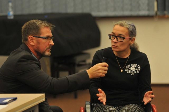 Pytania do kandydatów na debacie zadawali także mieszkańcy, m.in. Anna Frątczak.