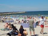 Tłumy w Ustce na plaży i promenadzie [ZDJĘCIA]