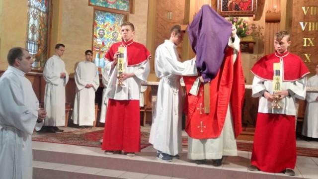 Wielki Piątek w kościele Matki Boskiej Częstochowskiej w Pleszewie