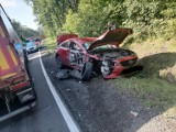 Wypadek na trasie Sztum - Kwidzyn. Samochód osobowy zderzył się z tirem, poszkodowany 16-letni pasażer przetransportowany do szpitala