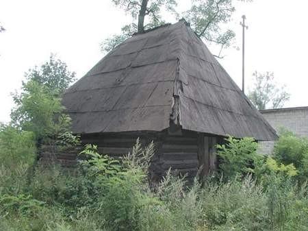 – Jedyną szansę na uratowanie drewnianej kuźni jest jej przeniesienie. Ale każdy miesiąc zwłoki może zabytek obrócić w ruinę – mówi Arkadiusz Rybak.