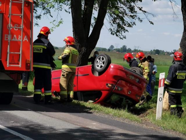 Tragiczny wypadek na DW 491 między Łobodnem a Kamykiem Zobacz kolejne zdjęcia. Przesuwaj zdjęcia w prawo - naciśnij strzałkę lub przycisk NASTĘPNE