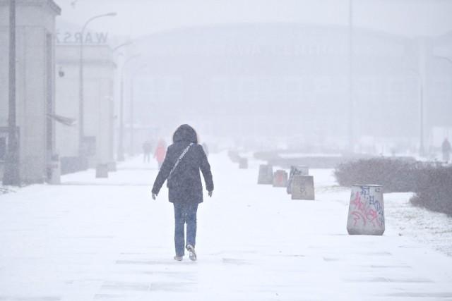 Atak zimy w Warszawie i na Mazowszu. Intensywne opady śniegu i ujemne temperatury. Utrudnienia w ruchu - Warszawa MAPA. Prognoza pogody IMGW