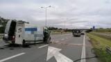 Wypadek na A4 na wysokości Prószkowa. Samochód dostawczy zderzył się z ciężarówką