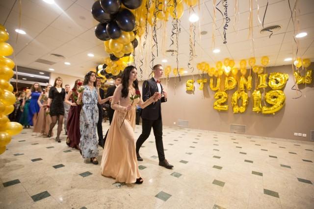 Studniówka uczniów ZSSiO i ZSMS w Gdańsku odbyła się 12 stycznia. Tegoroczni maturzyści bawili się w hotelu Mercure Gdańsk Posejdon. Zobaczcie galerię zdjęć!