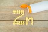 Cynk w tabletkach pomaga na odporność, trądzik, płodność, włosy i paznokcie. Dawkowanie i wskazówki w stosowaniu cynku w tabletkach