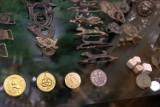 Artefakty epoki napoleońskiej w Żarach. Pan Franciszek zbiera je od 30 lat i będzie okazja zobaczyć te skarby na żywo