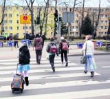 Gdynia. Kartka z kalendarza. 17.11.2010. Mieszkańcy Chyloni wygrali batalię z urzędnikami o bezpieczeństwo na przejściu dla pieszych