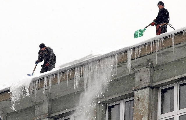 Z opadów śniegu najbardziej cieszą się właściciele firm odśnieżających