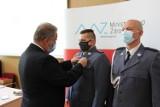 Policjanci z Wielkopolski odznaczeni przez Ministra Zdrowia. Wśród nich Michał Leśnik z wolsztyńskiej policji