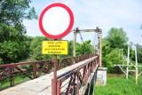 Mostu w rejonie oczyszczalni nie będzie, zostaje kładka. Co z jej remontem? [ZDJĘCIA]
