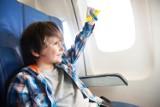 Dziecko w samolocie – jak przygotować się do podróży, aby lot był przyjemny dla dziecka, rodziców i współpasażerów?