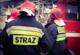 Pożar domu wielorodzinnego w Górkach. Z budynku ewakuowano 20 osób. Przyczyną pożaru był niedopałek papierosa