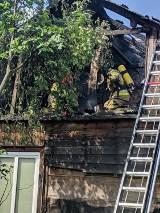Powiat opolski: W dach uderzył piorun. Drewniany dom stanął w płomieniach