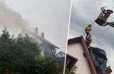 Piorun uderzył w dom w Samociążku pod Bydgoszczą. Zobacz zdjęcia z akcji strażaków