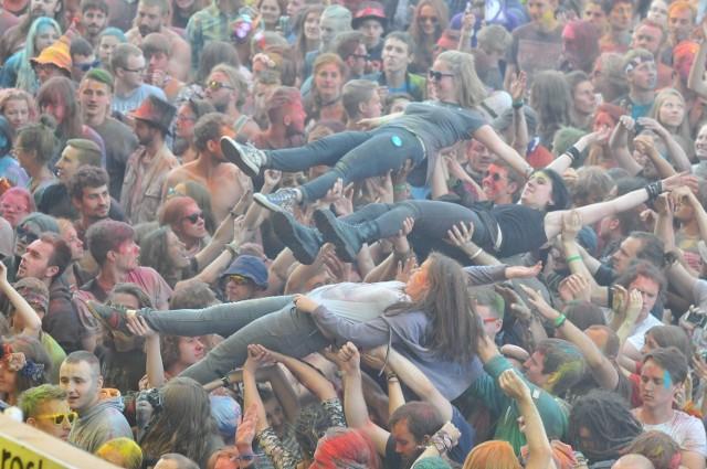 Tak wyglądał występ Ani Rusowicz. Można śmiało powiedzieć, że był to najbardziej kolorowy występ w historii wszystkich Przystanków Woodstock.