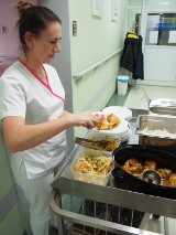 """Szpital w Trzciance w programie """"Dieta Mamy"""". Rewolucja na talerzu na porodówce"""