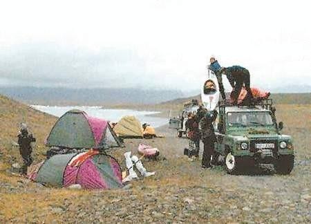 Harcerze swój obóz rozbili tuż nad jeziorem.