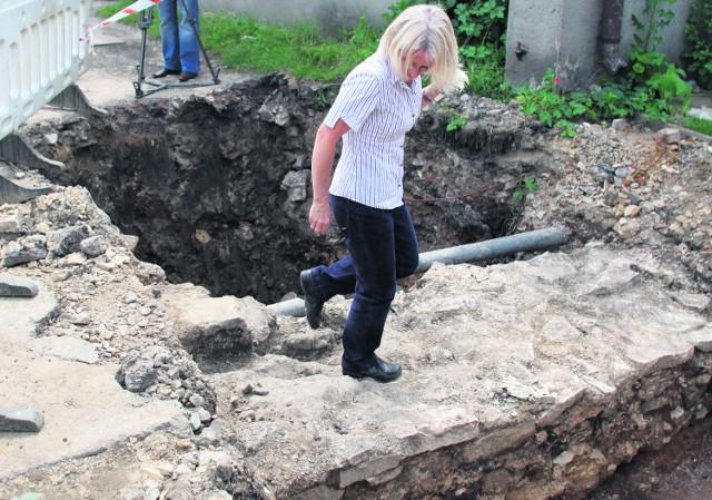 Odkopane resztki murów obronnych pochodzą z XIII lub XIV w.