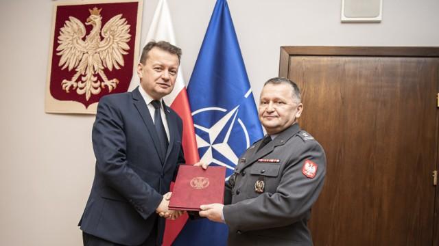Na zdjęciu od lewej strony Minister Obrony Narodowej - Mariusz Błaszczak i Krzysztof Jewgiejuk