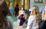 """Lekcje w szkoła skrócone do 30 minut? Anna Zalewska: """"Szybko bym to rozważyła"""""""
