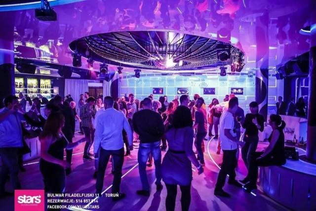 Od 17 lipca w toruńskich klubach można już nie tylko wypić drinka, ale i potańczyć. Lokale mogą udostępniać jednak tylko połowę wolnych miejsc. Jak dotąd radziła sobie ta branża?  Tekst: Małgorzata Oberlan  WIĘCEJ NA KOLEJNYCH STRONACH>>>