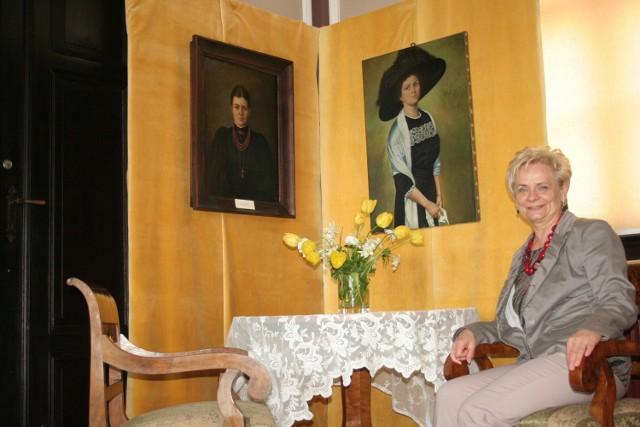 """Ewa Gerka, przewodnicząca kapituły, przedstawiła sylwetki czterech kandydatów do tytułu """"Zasłużony dla miasta Chełmna""""."""