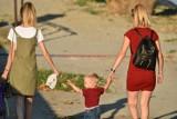 Mandat za spacer z dzieckiem po chodniku? To nie żart. Możesz zapłacić do 5 tys. złotych. Mandaty to wina luki prawnej