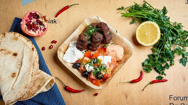 """Na ratunek polskim restauracjom ruszyła akcja """"delivery week"""". Można zamawiać dwudaniowe autorskie zestawy w festiwalowej niskiej cenie"""